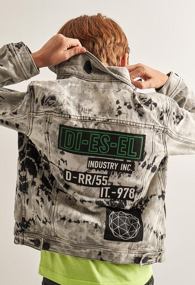 https://de.diesel.com/dw/image/v2/BBLG_PRD/on/demandware.static/-/Library-Sites-DieselMFSharedLibrary/default/dw9fd09078/CATEGORYOV/2x2_90.jpg?sw=622&sh=907