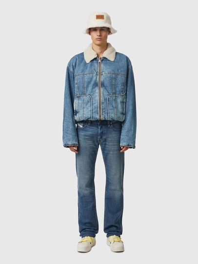 Diesel - Larkee 009EI, Mittelblau - Jeans - Image 5