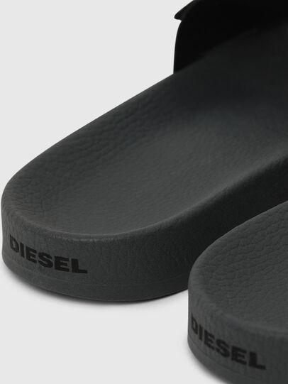 Diesel - SA-VALLA W, Schwarz/Rosa - Pantoletten - Image 4