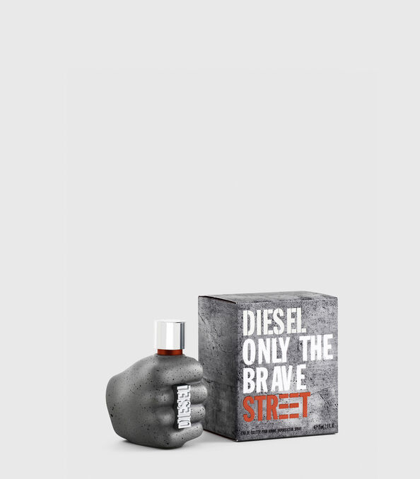 https://de.diesel.com/dw/image/v2/BBLG_PRD/on/demandware.static/-/Sites-diesel-master-catalog/default/dw59fa09ef/images/large/PL0457_00PRO_01_O.jpg?sw=594&sh=678