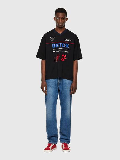 Diesel - T-DELPHIVY-SLITS, Schwarz - T-Shirts - Image 4
