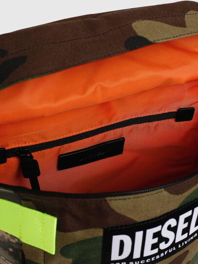 Diesel - PIEVE, Camouflagegrün - Rucksäcke - Image 5