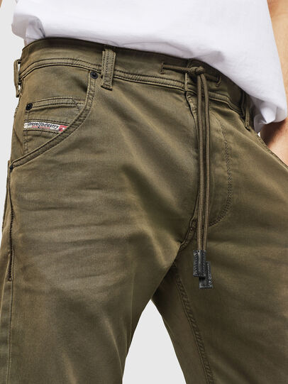 Diesel - Krooley Long JoggJeans 0670M, Armeegrün - Jeans - Image 3