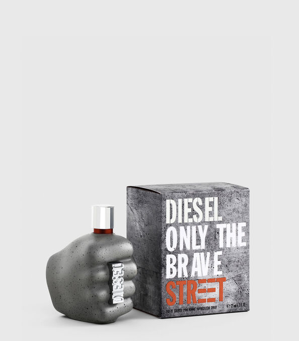 https://de.diesel.com/dw/image/v2/BBLG_PRD/on/demandware.static/-/Sites-diesel-master-catalog/default/dwd6618be9/images/large/PL0458_00PRO_01_O.jpg?sw=594&sh=678