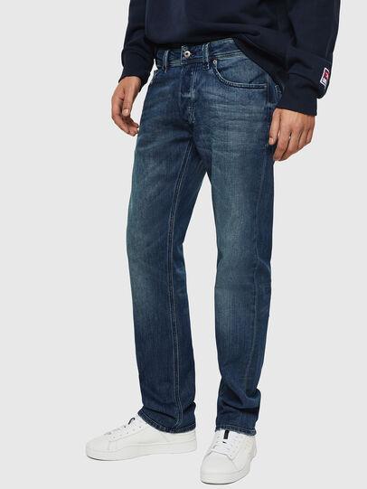 Diesel - Larkee CN025, Mittelblau - Jeans - Image 5