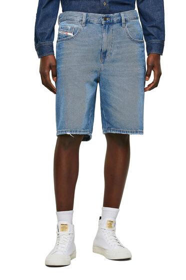 Jeansshorts im Slim Fit mit Abriebstellen