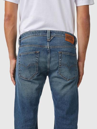 Diesel - Larkee 009EI, Mittelblau - Jeans - Image 4